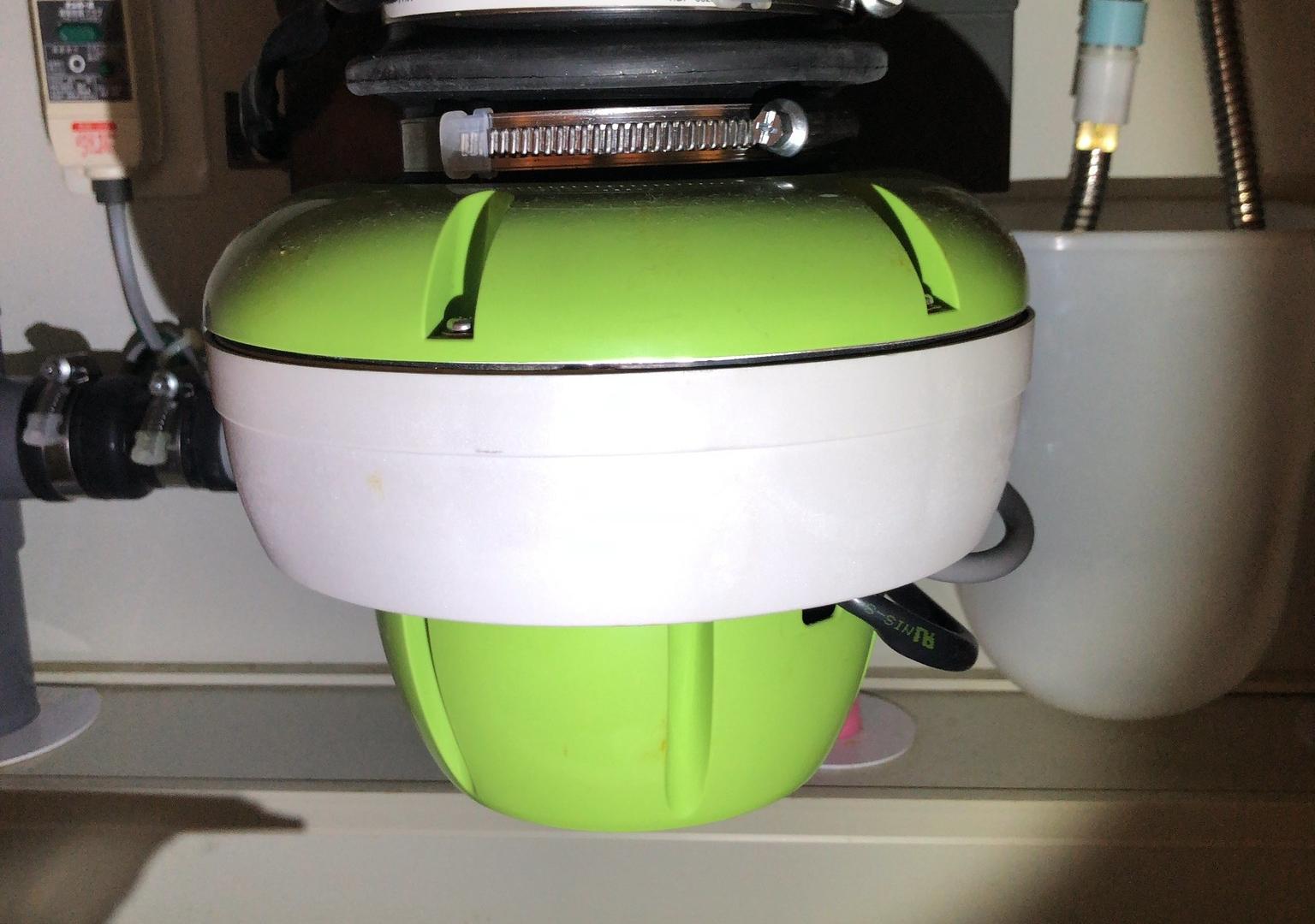 黄緑色のディスポーザー「minipo」が赤いランプが点滅して動かなくなった場合の対処方法